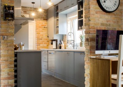 Reclaimed yellow brick slips will give your kitchen a warm and amazing look